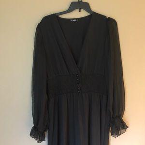 Maxi dress with sheer sleeve